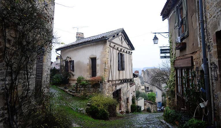 Cordes sur Ciel: The Enchanting Village Above the Clouds