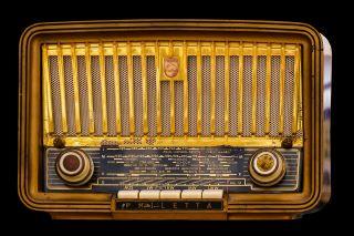 Old Timey, Analog Radio