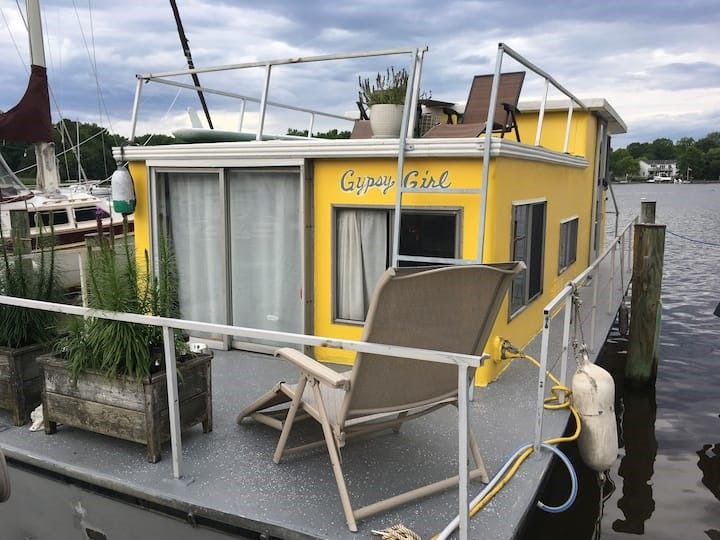 Unique Airbnbs near DC; Houseboat in Edgewater,MD
